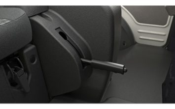 centre-console-showing-the-handbrake