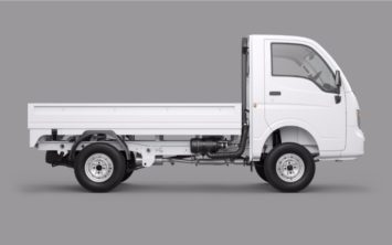 tata-ace-xl-arctic-white-side-view-07